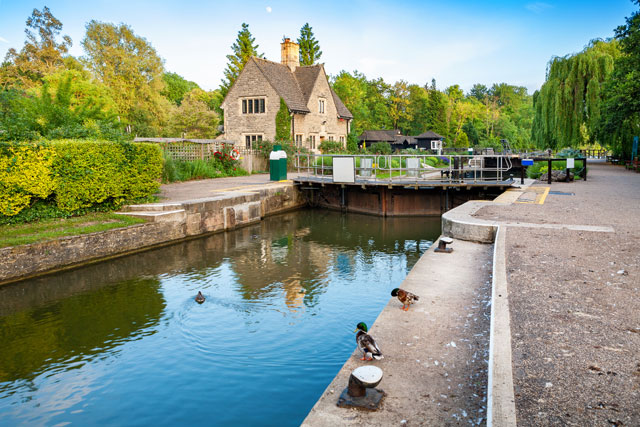 Iffley Lock on the River Thames. Oxford, Oxfordshire, UK
